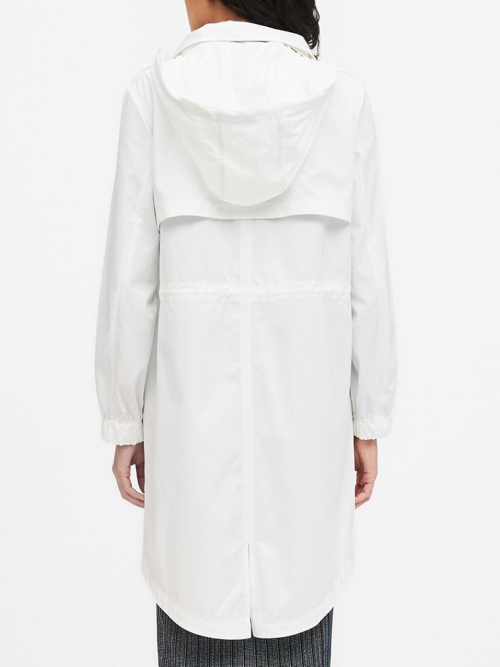 Kadın Beyaz Kapüşonlu Yağmurluk