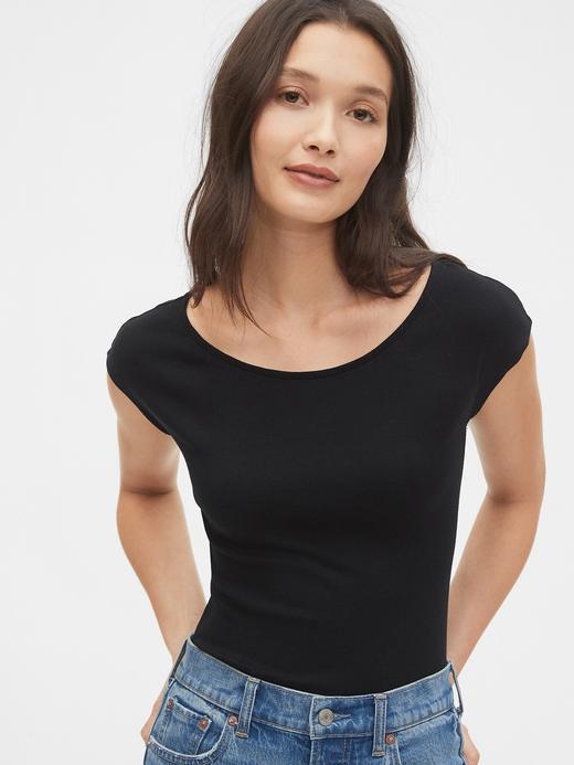 Kadın Siyah Modern Kayık Yaka Kısa Kollu T-Shirt