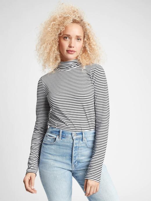 Kadın Beyaz Jarse Balıkçı Yaka T-Shirt