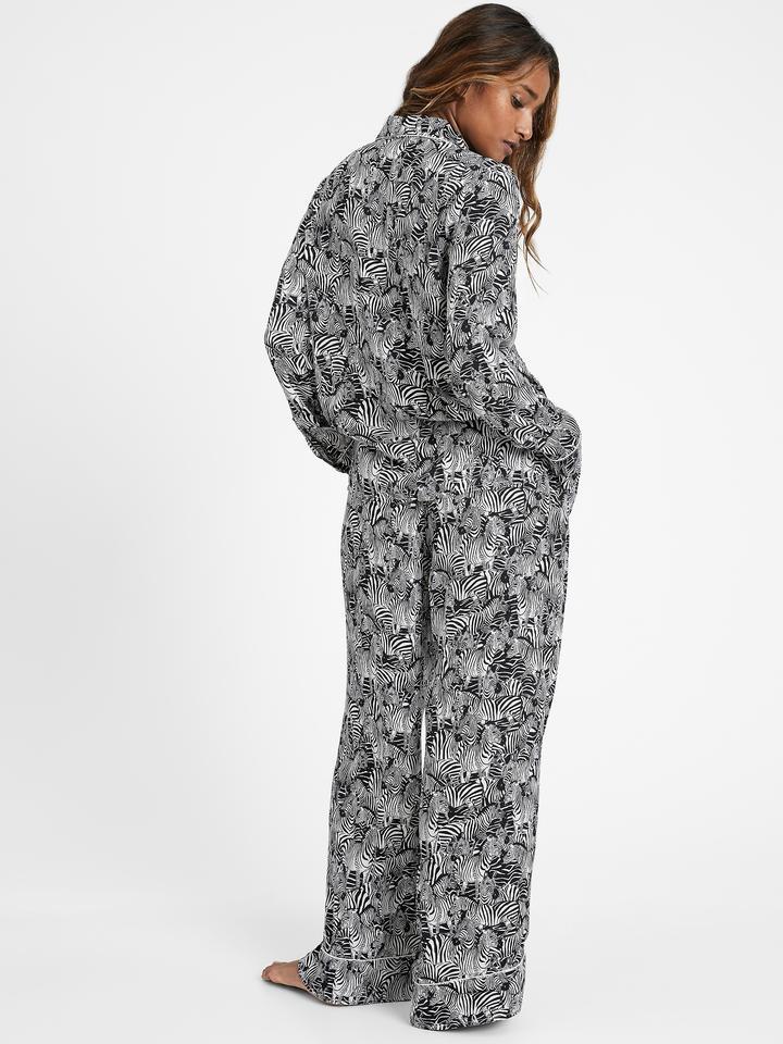 Kadın Beyaz Saten Desenli Pijama Takımı