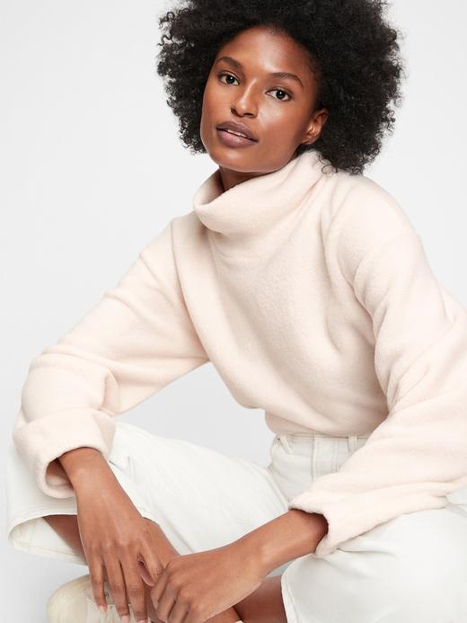 Kadın Bej Balıkçı Yaka Polar Sweatshirt