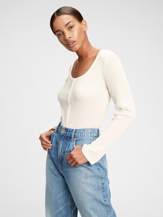 Kadın Beyaz Düğme Detaylı T-Shirt