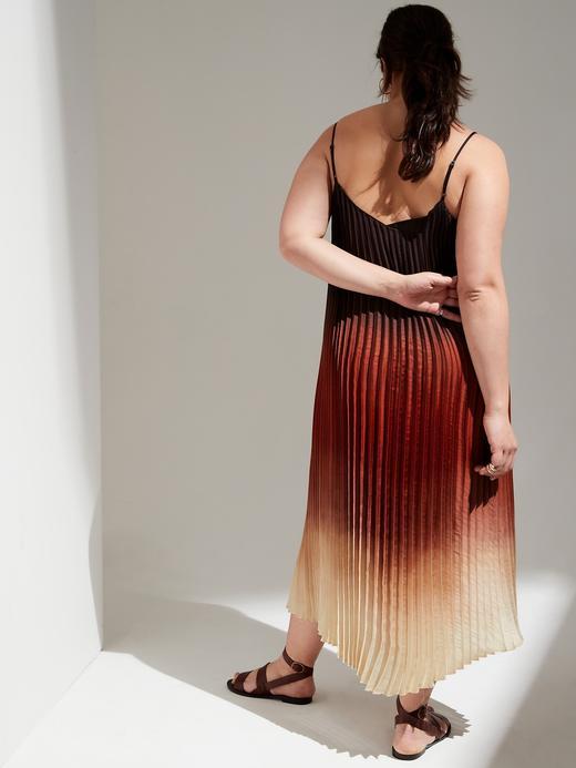 Kadın Çok Renkli Pileli Saten Midi Elbise