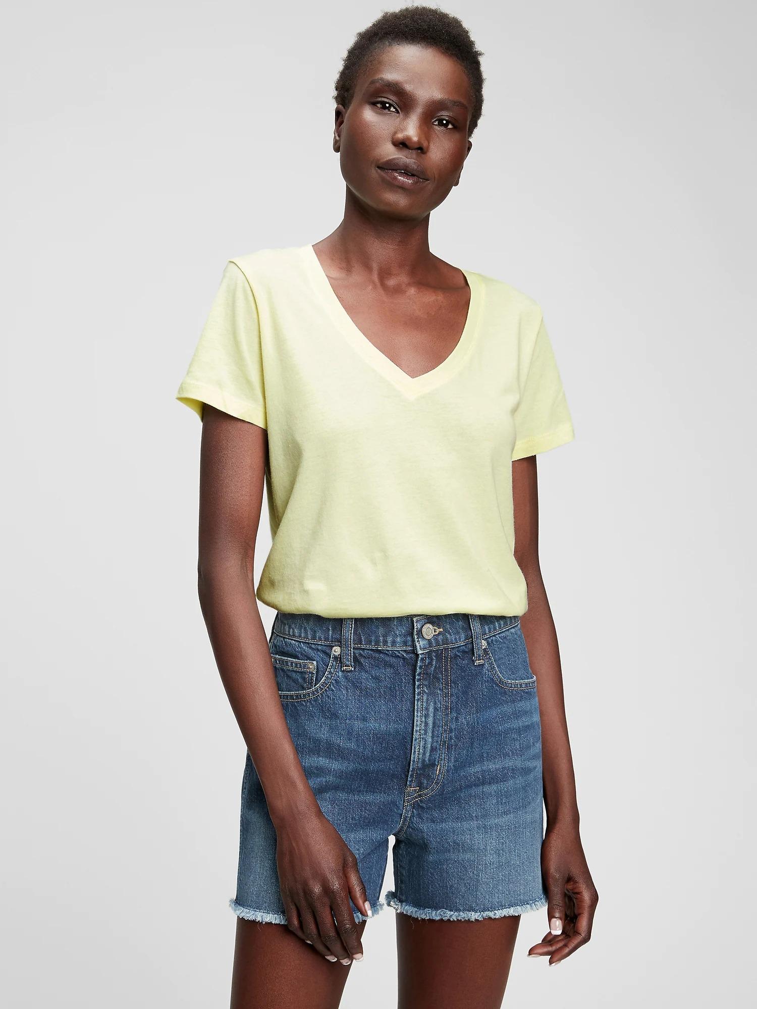 GAP  Sarı Favorite V Yaka T-Shirt