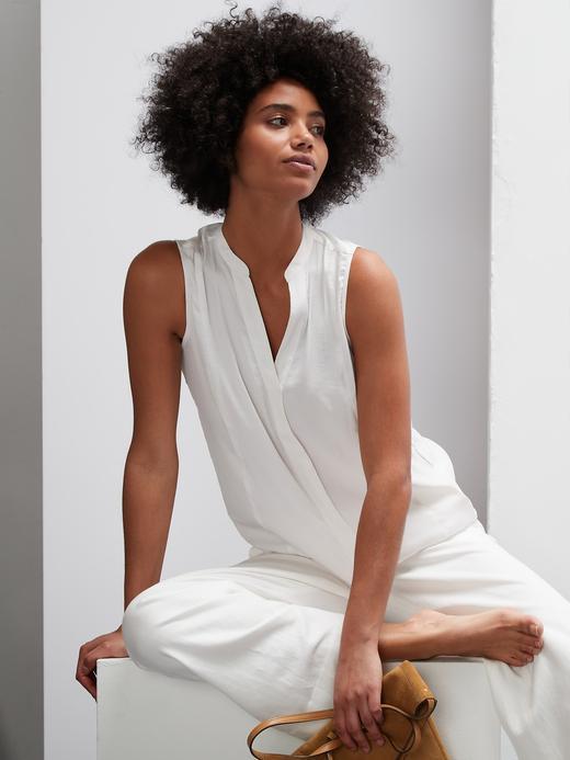 Kadın Beyaz V Yaka Kolsuz Gömlek
