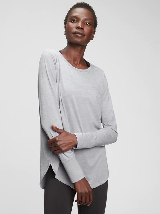 Kadın gri GapFit Brushed Tech  Jersey T-Shirt